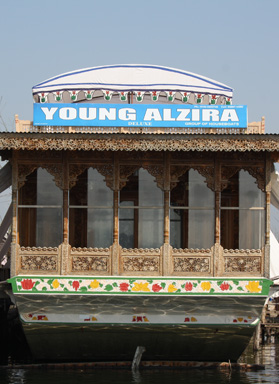 Young Alzira Group of Houseboats